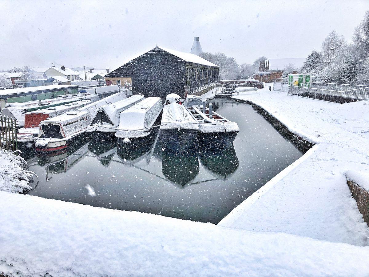 Snow at the Stourbridge Canal. Photo: Kris Fryer