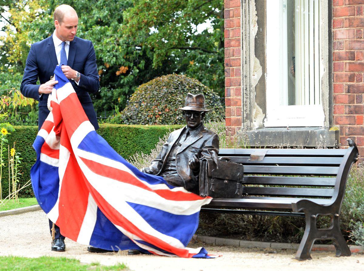 Prince William unveils the Frank Foley statue in Stourbridge