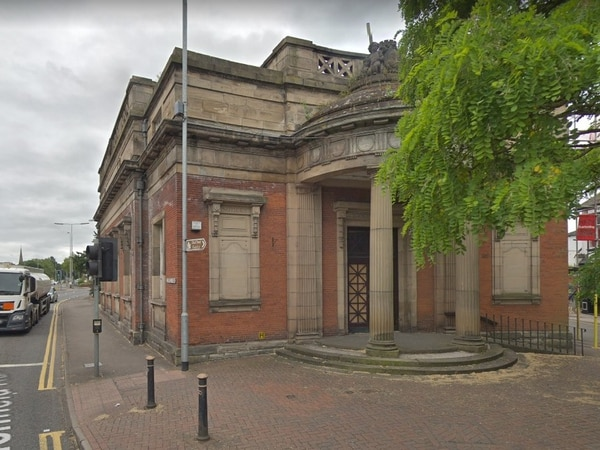 Plans to turn former library into apartments and restaurant recommended for approval