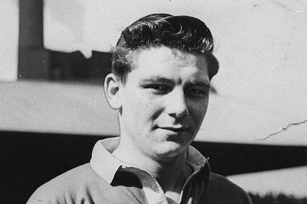 Duncan Edwards' collection 'to stay in Dudley' after talks with Manchester United