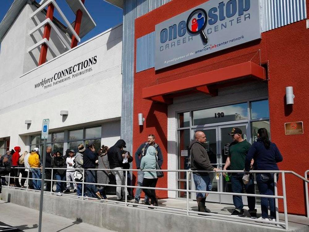 U.S. unemployment claims hit record amid coronavirus lockdown