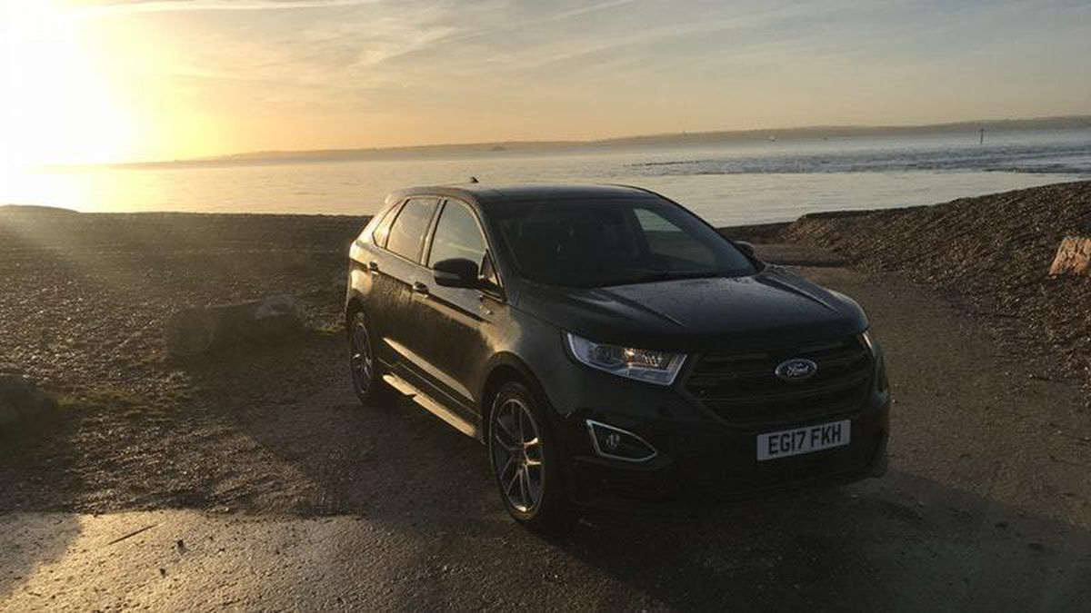 The Ford Edge's headlights struggle with dark winter nights