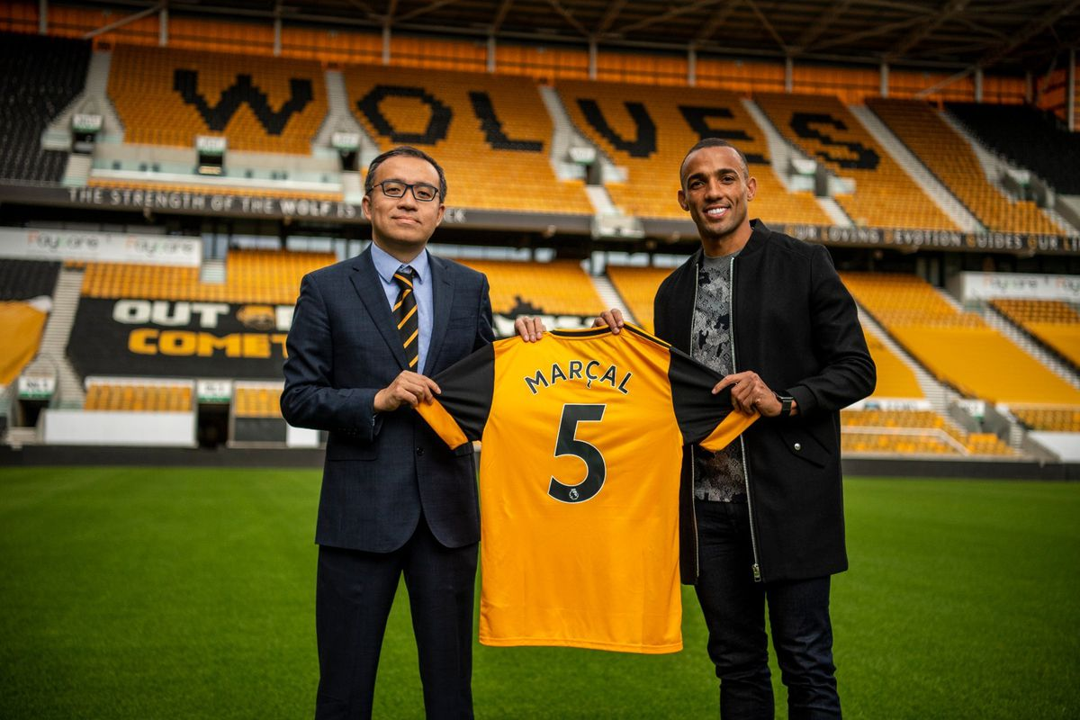 Fernando Marcal with Wolves chairman Jeff Shi (Photo: Wolves)