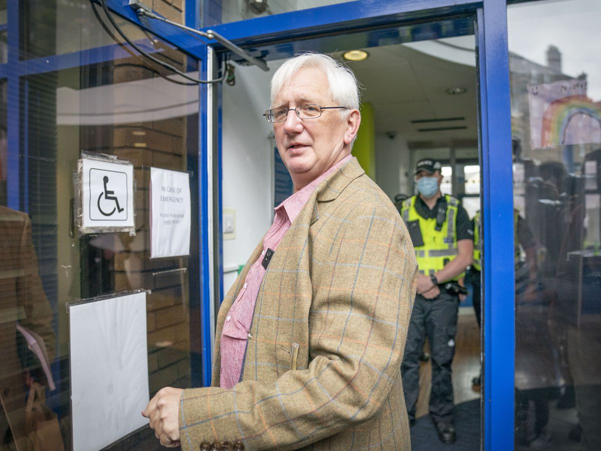 Craig Murray handing himself into police