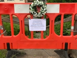 'Gone but not forgotten': Wreath and plaque laid for Bridgnorth steps on anniversary of closure