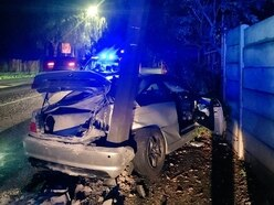 Driver and passengers flee as car ploughs into lamppost on Dudley Road