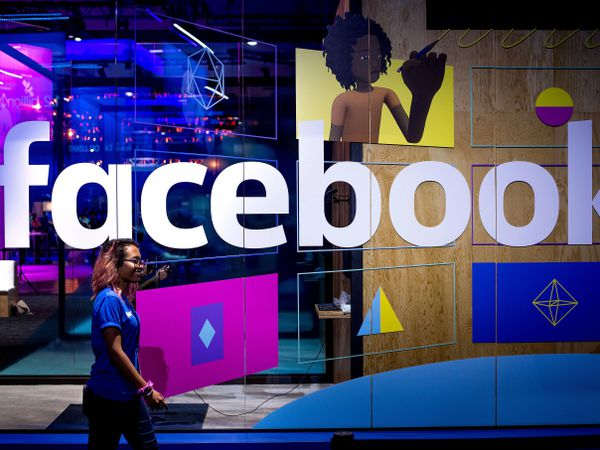 Facebook is launching podcasts and live audio streams in the US