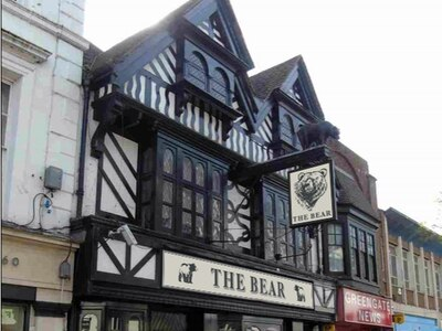 Controversial plans agreed for historic Bear Grill signs
