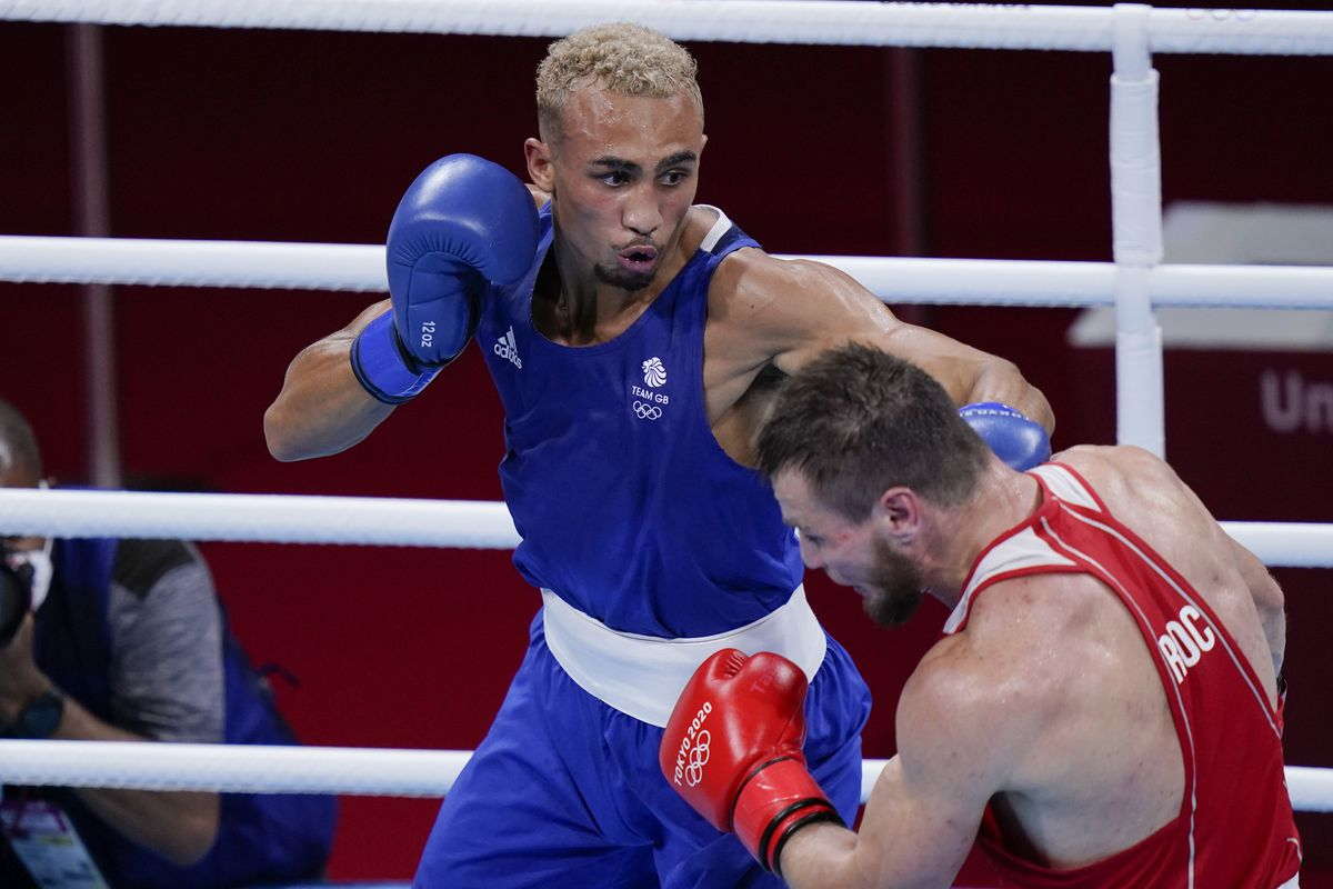 Britain's Benjamin Whittaker, left, took home silver in the men's middleweight 75-kg boxing match in Tokyo. Photo: AP Photo/Frank Franklin II