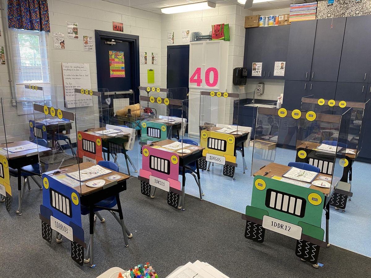 Florida teachers turn students' desks into socially distanced jeeps