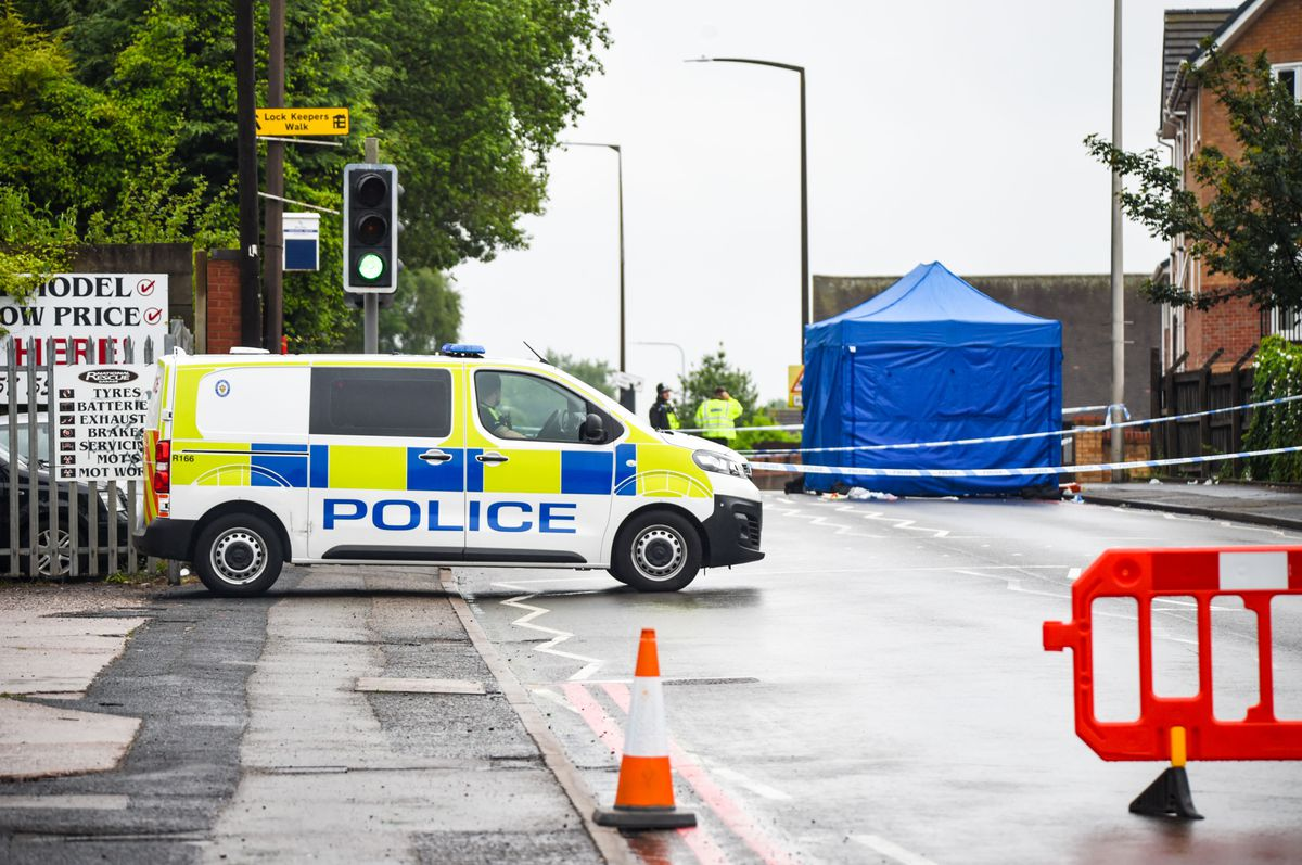 Police in Dudley Road, East, Tividale. Photo: SnapperSK.