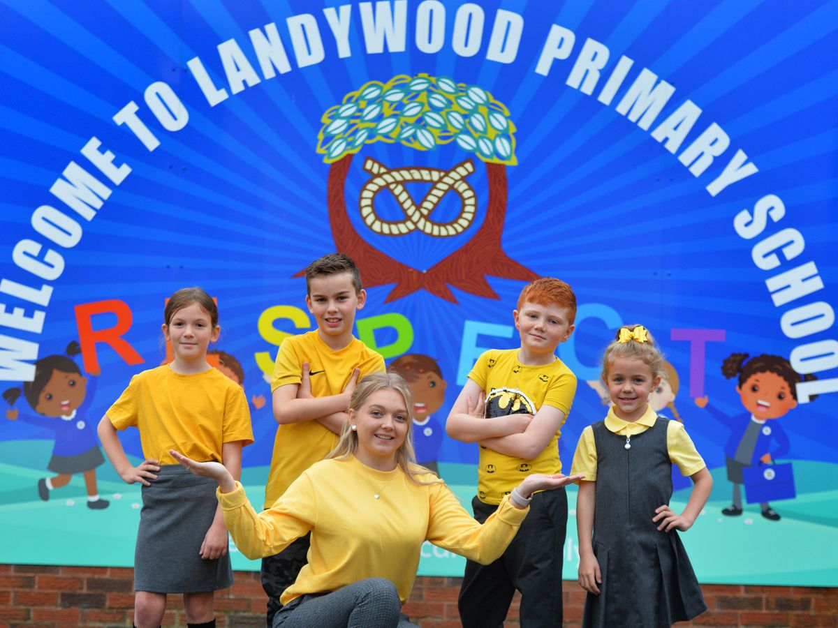 STAFFS PIC MNA PIC  DAVID HAMILTON PIC  EXPRESS AND STAR 8/10/21 Wearing yellow in aid of World Mental Health Day, pupils (left-right) Alice Broom, 9, Oliver Jarvis, 10, teacher and pupil wellbeing co-ordinator Abbie Simms, Freddie Edge, 7, and Tilly-Rose Stokes, 5, at Landywood primary school, Great Wyrley..