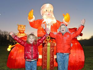 SANDWELL NEWS EXPRESS & STAR ( JOHN SAMBROOKS)  30/12/2019..Sam and Francesca Wooldridge aged 9 and 6 from Birmingham enjoying the Sandwell Valley Christmas Illuminations..................................................................................................................................................................................................................  .............................
