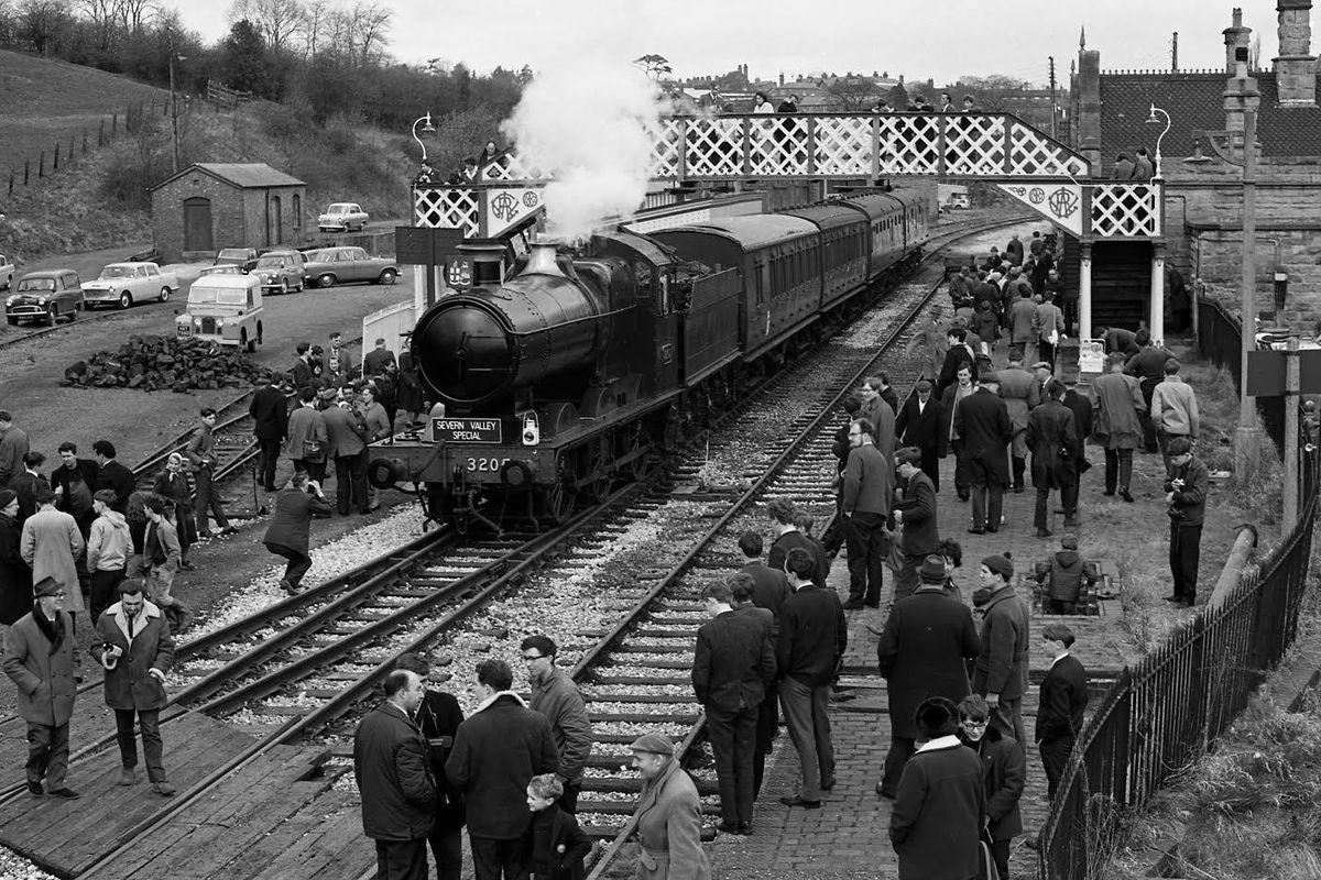 No. 3205 at Bridgnorth  - 25th March 1967 – credited to David Williams
