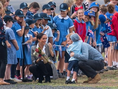Five-year-old steals the show with hug from Harry as royal couple land in Dubbo