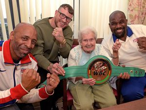 WALSALL COPYRIGHT EXPRESS&STAR TIM THURSFIELD 14/11/19.Eighty four year old Jean Clarke meets sporting stars Canisus Alcindor, Jason Welborn and Kevin Brown at Goldfield Court, West Bromwich, as part of a health and well-being event for residents. ........