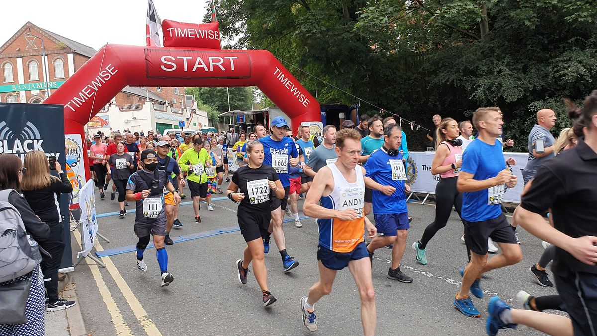 Runners – including West Midlands Mayor Andy Street – take to the road in Halesowen for the Black Country Road Run