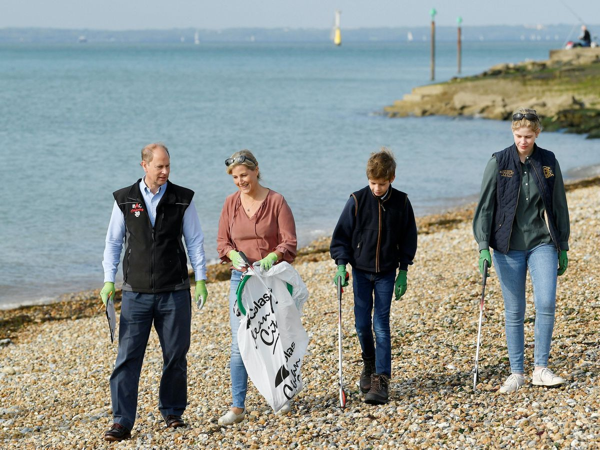 The Earl and Countess of Wessex took their children on a litter pick