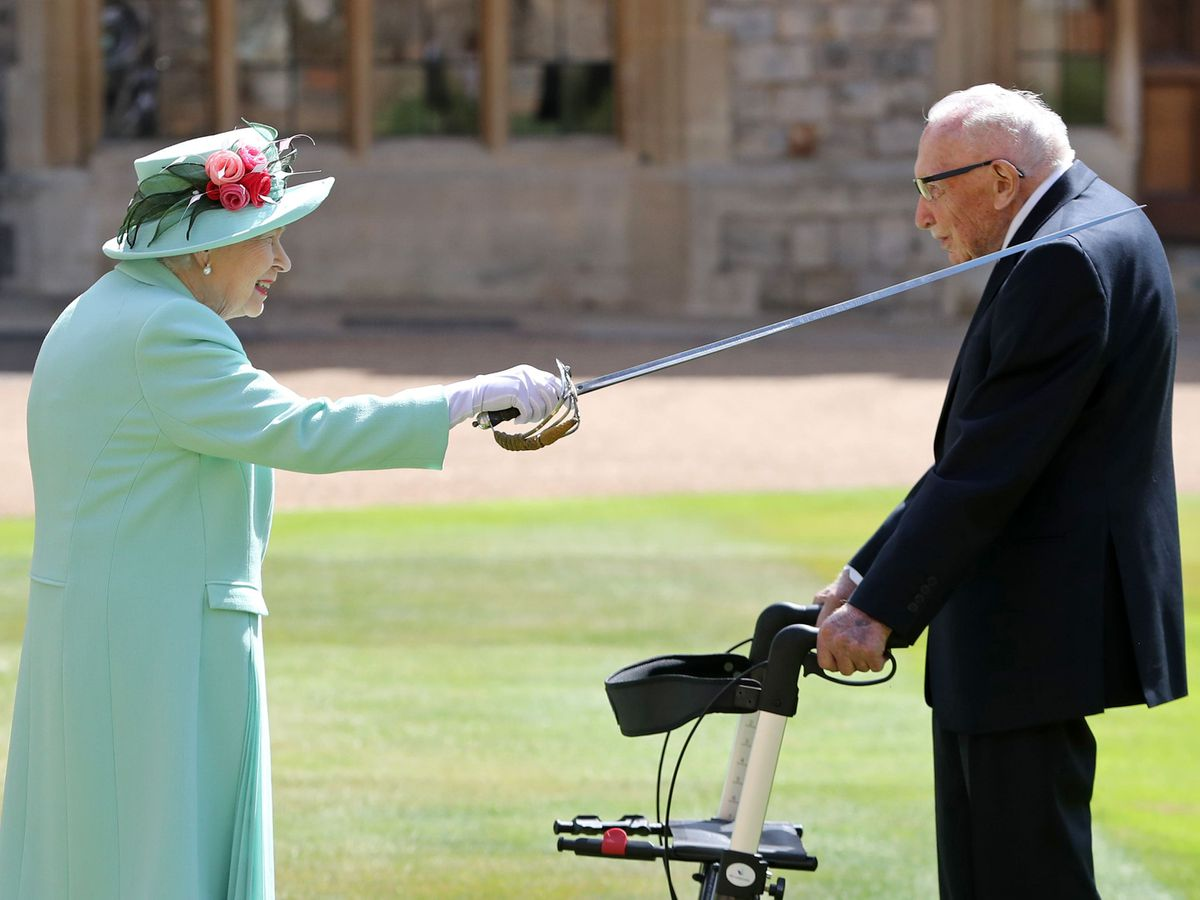 Captain Sir Thomas Moore receives his knighthood from the Queen (Chris Jackson/PA)