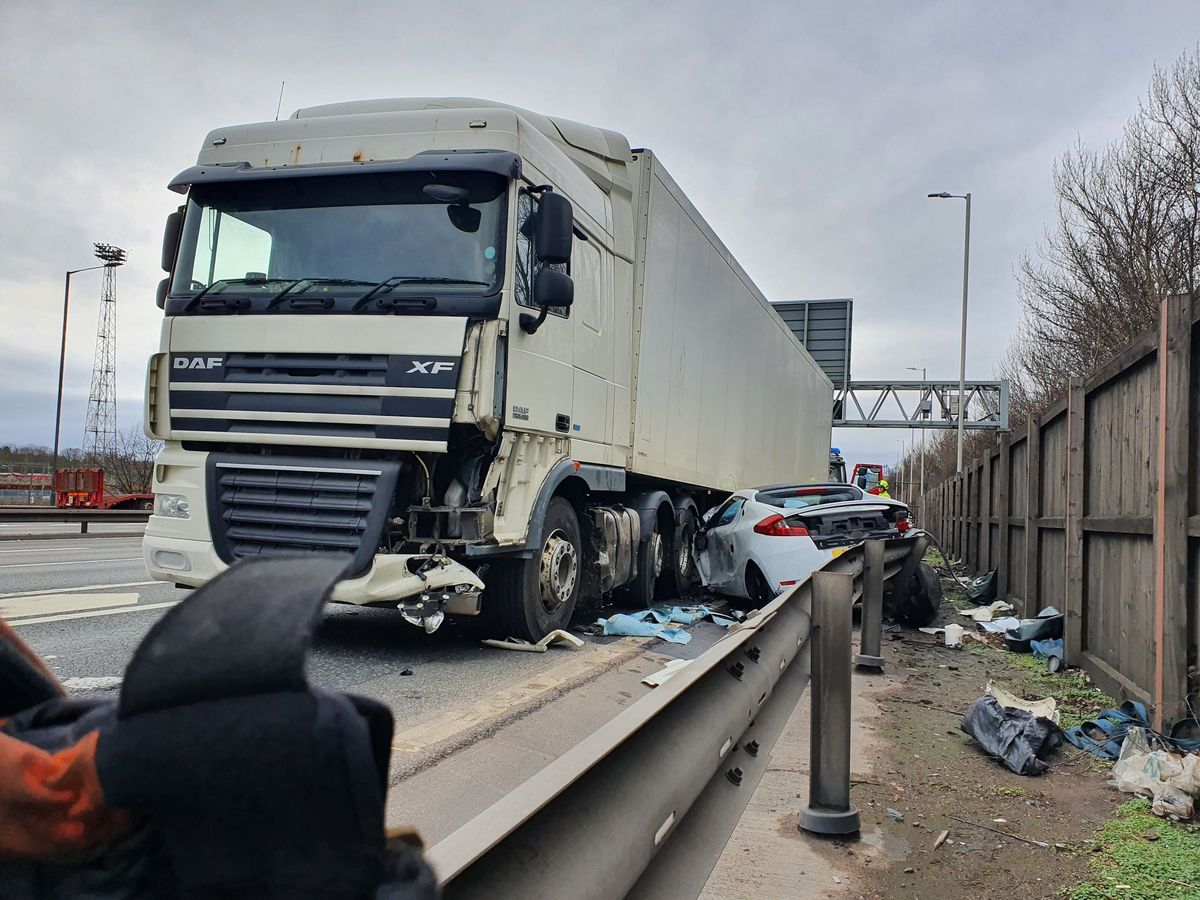 The scene of the crash on the M6. Pic: @WMFSWestBrom