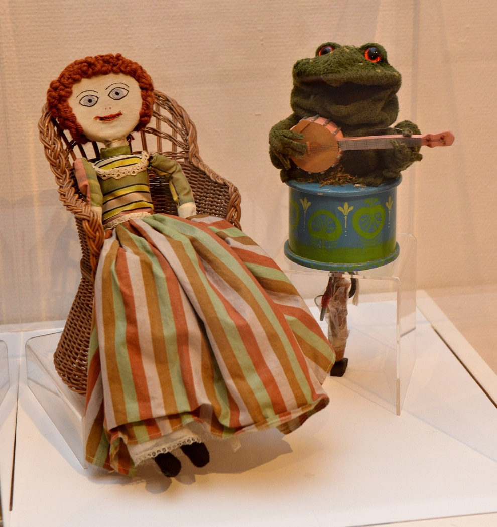 Famous Tv Puppets From Bagpuss To Basil Brush Go On Show