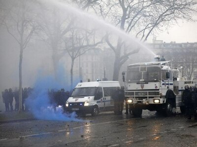Yellow vest protests continue in France despite Macron outreach