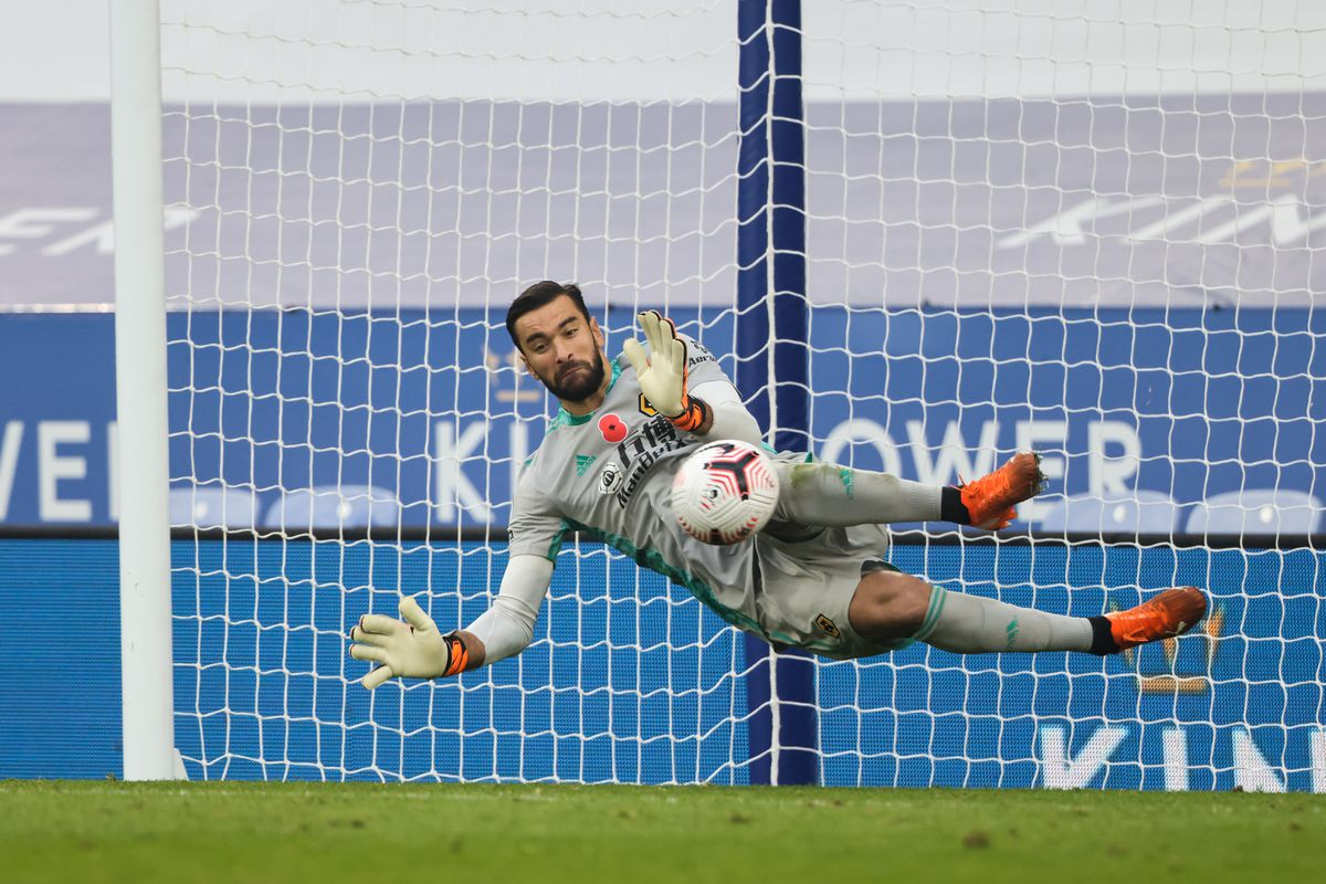 Rui Patricio of Wolverhampton Wanderers saves a penalty from Jamie Vardy of Leicester City (AMA)