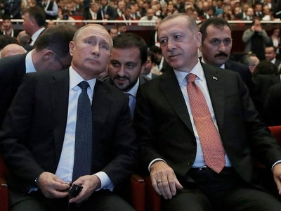Turkish and Russian leaders mark completion of pipeline project phase