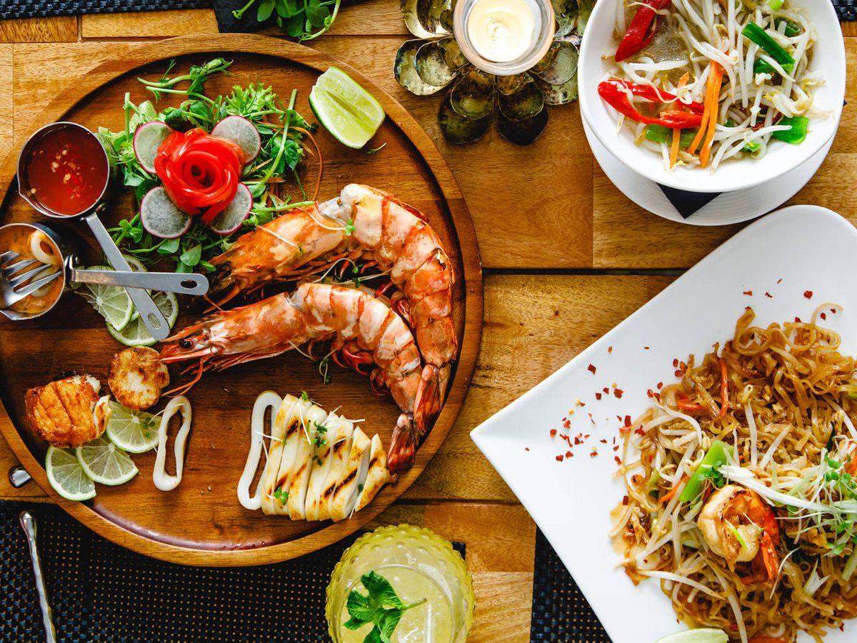 Seafood platter, pad thai