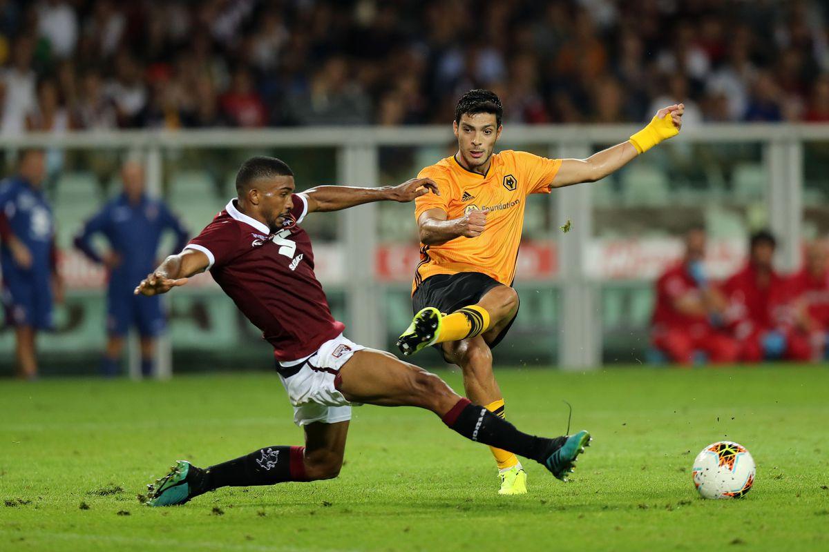 Gleison Bremer of Torino blocks a shot by Raul Jimenez of Wolverhampton Wanderers (AMA)