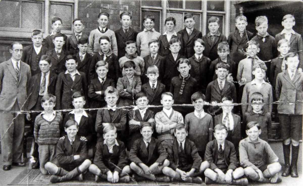 Lodge Farm Junior School 1932, Robert Fletcher (bottom left) and Jim Fletcher (bottom third from left)