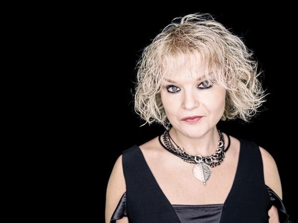 Wolverhampton blues artist Rebecca Downes wins national award