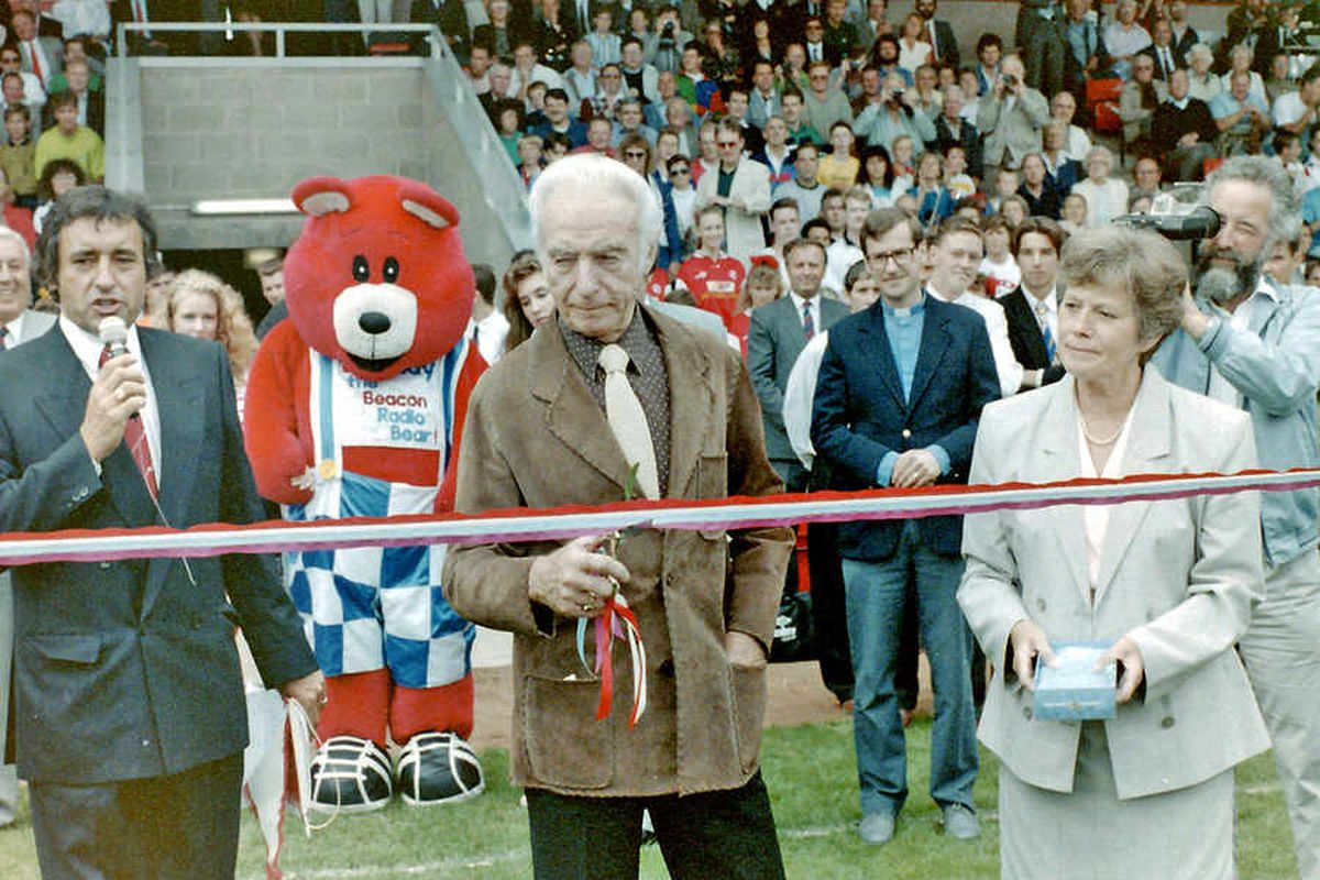 English footballing legend Sir Stanley Matthews cuts the ribbon to officially open the Bescot Stadium