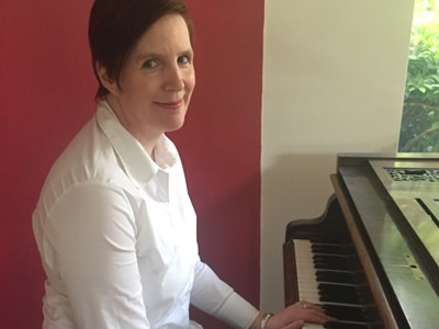 Am Dram Star of the Week Carina Whiting of the Compton Care Choir to perform at fundraising event, Music in the Park, at Baggeridge Country Park.