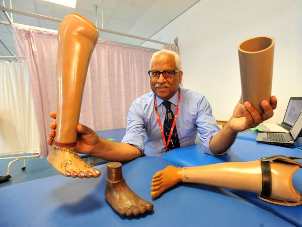 Dr Viquar Qurashi has been honoured for his pioneering work with artifical limbs