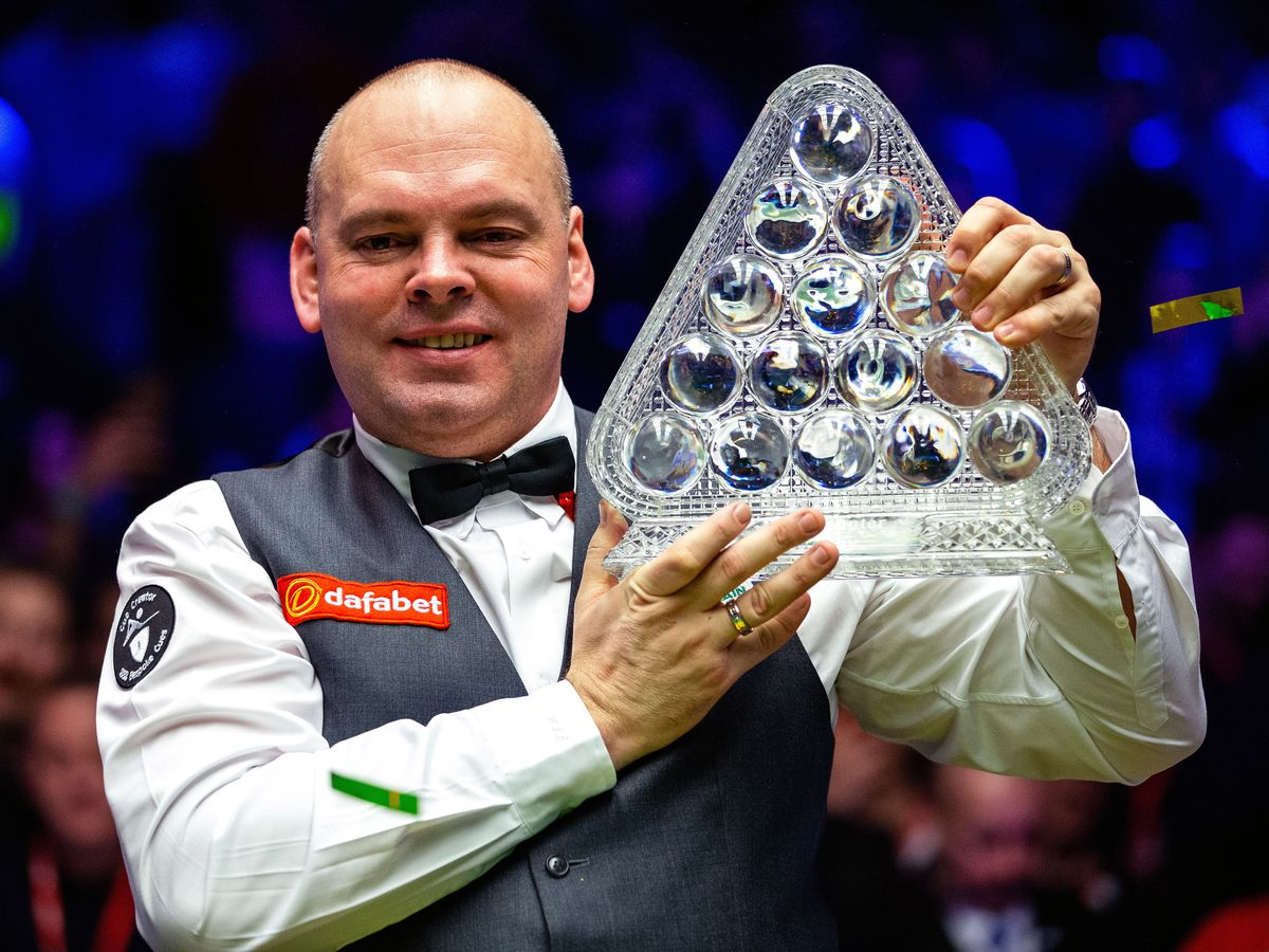 Defending champion Stuart Bingham is into the last eight at the Masters