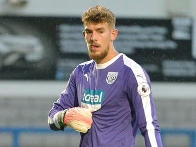 West Brom goalkeeper Alex Palmer joins Oxford United on emergency loan