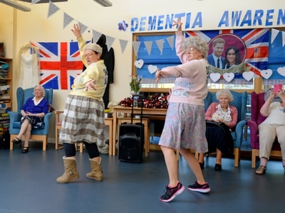 The Fizzogs get their groove on for national Dementia Action Week - with video