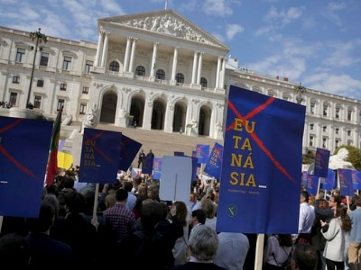 Politicians in Portugal vote to allow euthanasia