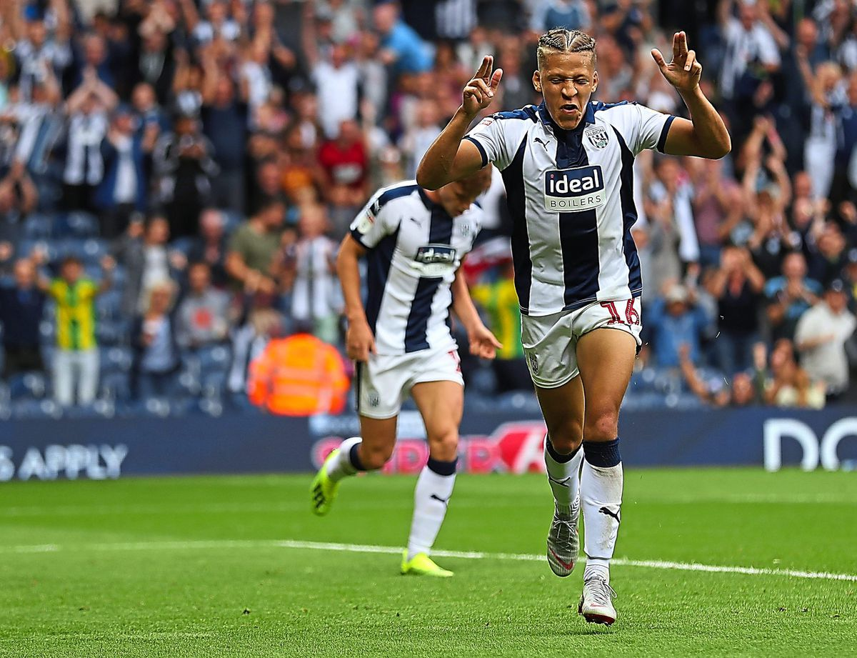 Dwight Gayle is off the mark. (AMA)