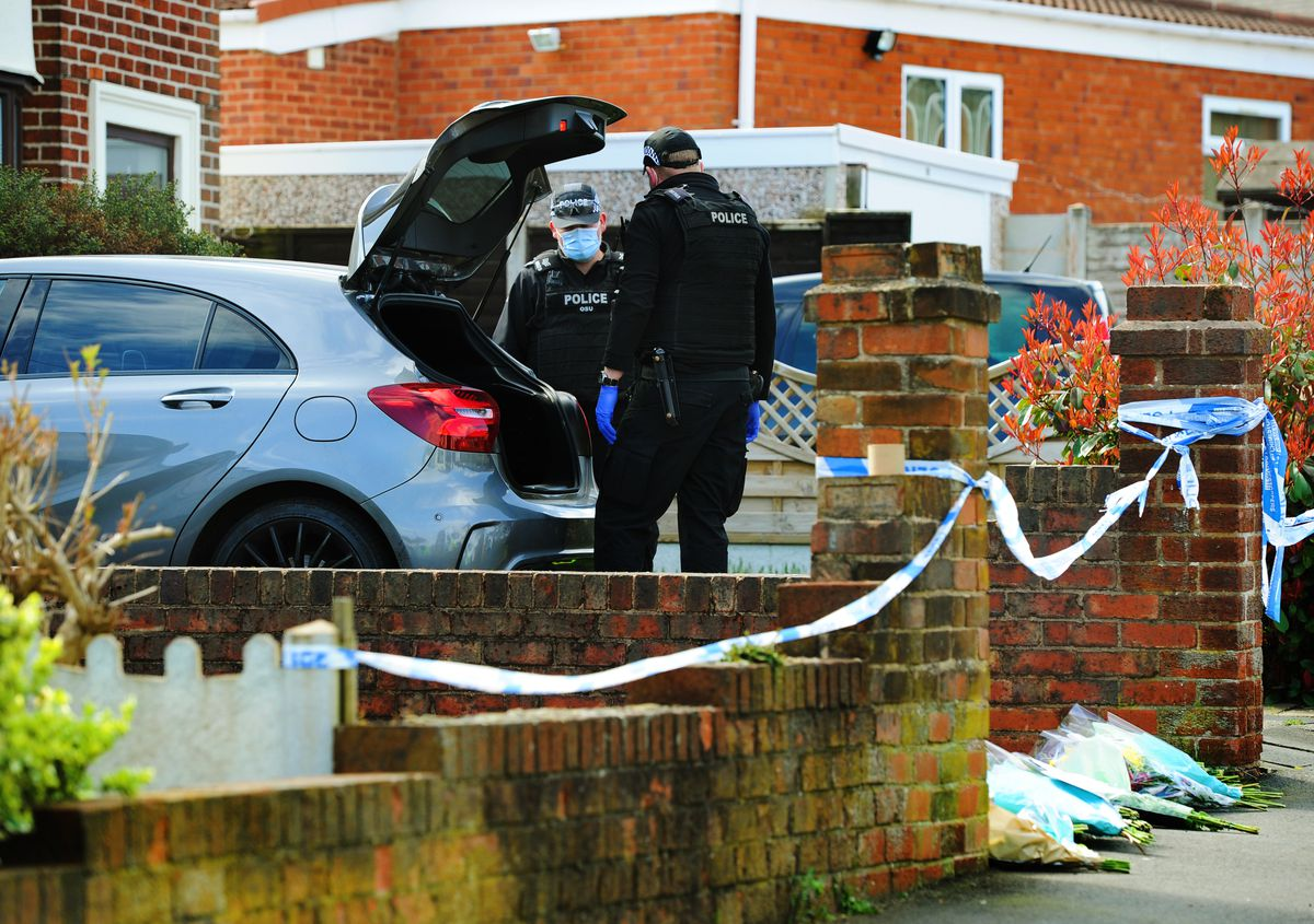 Police search a car in Boundary Avenue