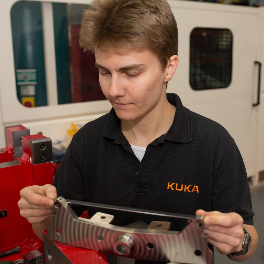 Elena's high-flying role in aircraft parts study at KUKA