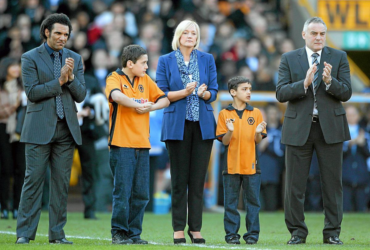Don Goodman, Dean Richard's widow Samantha, sons Rio and Jaden and Dave Jones on the pitch as part of the tribute