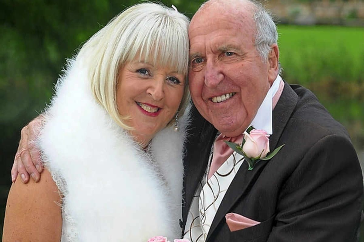 Jean with husband Bob on their wedding day