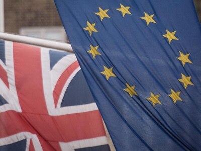 Johnson heads for crunch EU summit as deal talks continue