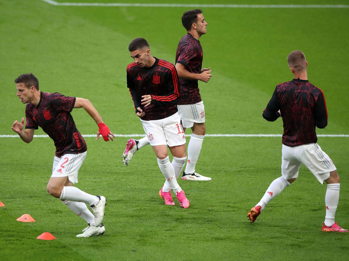 Ferran Torres, centre, warms up with Spain
