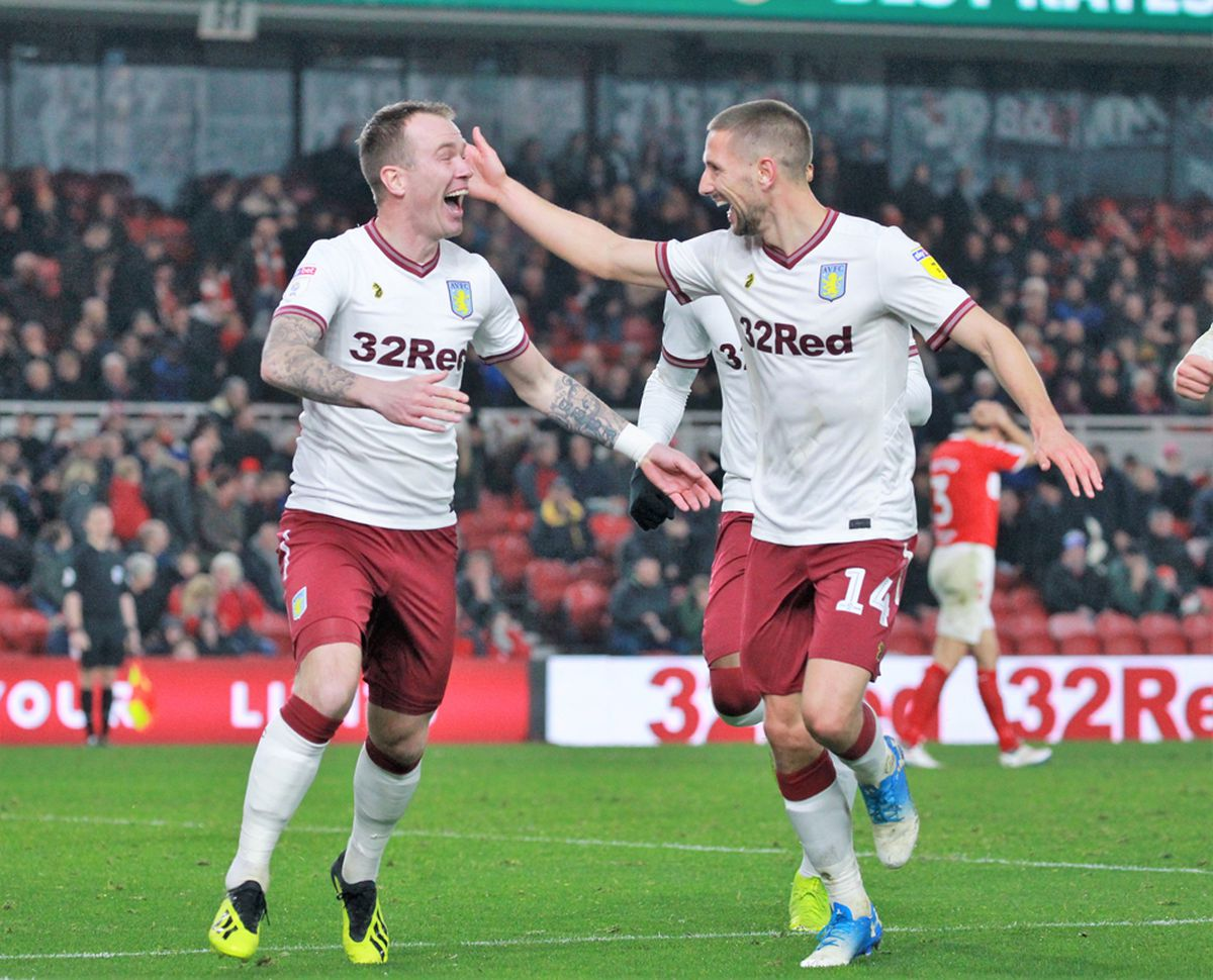 Glenn Whelan (left) is one of several players out of contract. Photo: Dave Birt.
