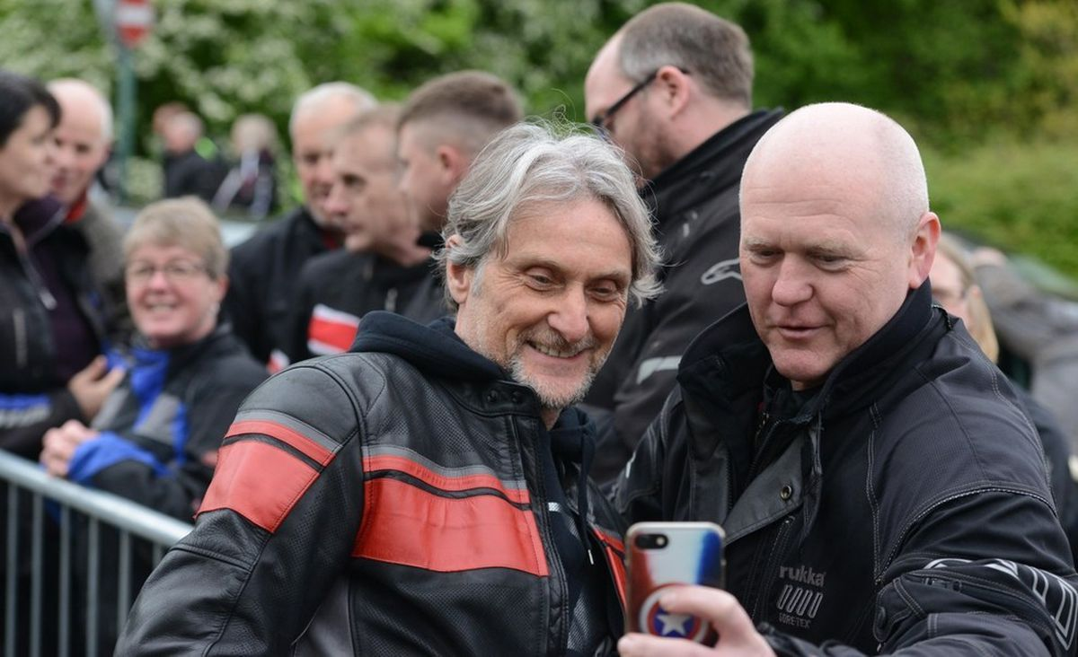 Carl Fogarty meeting his fans