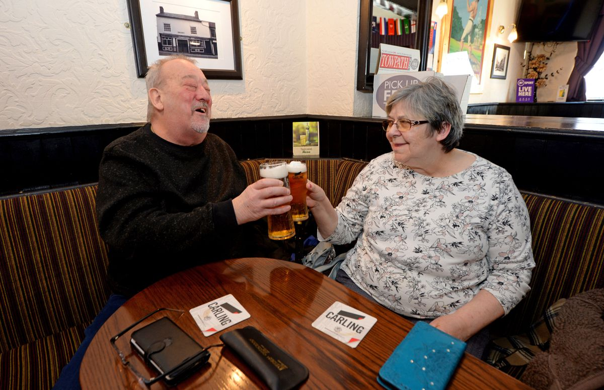 Ray and Marilyn Davies enjoy a drink in The Fountain Inn
