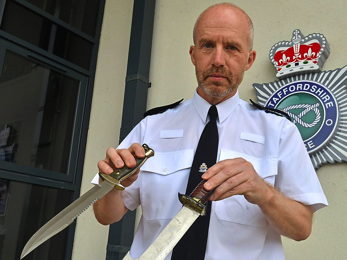 Supt Carl Ratcliffe with recovered knives